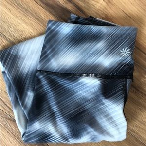💥ATHLETA BLACK AND GRAY PATTERNED WORKOUT PANTS